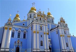 Голубое на голубом - Михайловский собор в Киеве