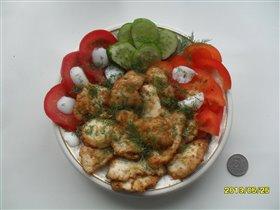 Нежная курочка в яичке с овощами