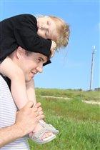 побегали мы по траве, теперь поспим на голове)))