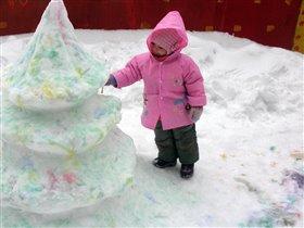 Новогодняя елка из снега