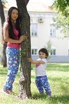 мама с дочей  ))))