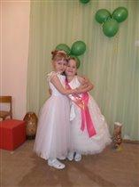 Красавицы сестрёнки.