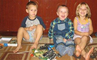 Ванечка с любимыми друзьями Ксюшей и Денисой!