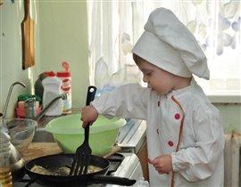 И маленький мужчина-лучший повар! Так мама говорит