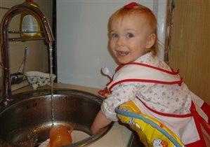 Помогать я маме буду, перемою всю посуду!