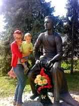 Суздаль. Памятник Алексею Лебедеву.