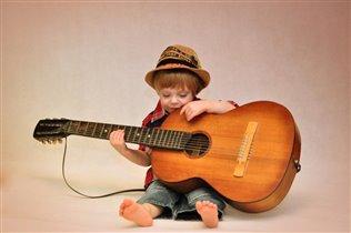 Жил на свете гитарист Витюша...