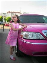 Мое платье очень подходит под розовый лимузин!!!