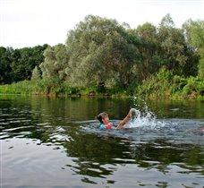 Юная синхронистка на реке Воронеж