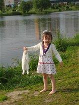 С кроликом весело прыгать и бегать