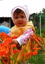 От улыбки хмурый день светлей)))