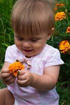 сорвала первый в жизни цветочек))))