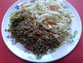 Курица с овощами, гречка и салат из капусты