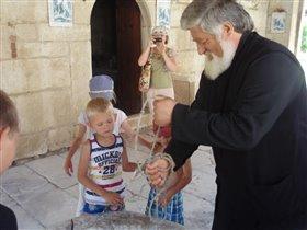 Батюшка набрал нам святой воды