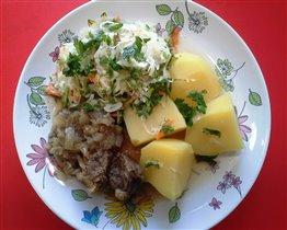 Говядина тушеная, картофель  и капуста квашеная