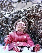 Василиса радуется первому снегу