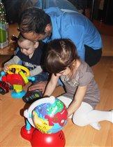 папа, дай поиграю, у тебя своя машинка есть!..))