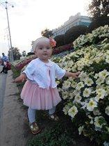 Любительница цветочков.