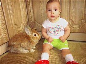 Таечка и домашний кроль Тёма