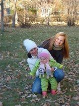 счастливая мама двух дочек
