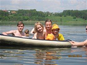 Мои младшие детки на речке Яхрома)