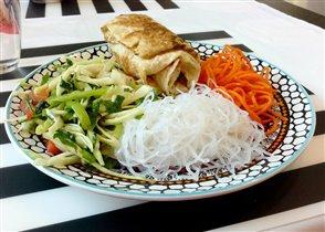 А-ля шаурма и овощи с зеленью