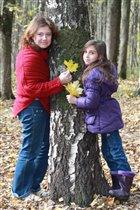 мама и дочь в осеннем парке