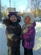 Мороз и солнце день чудесный!Погуляем с сестренкой