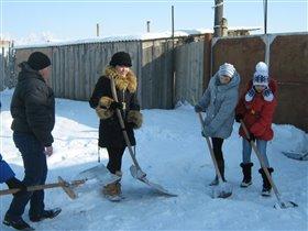 Снег Снегопад - много дело для лопат!