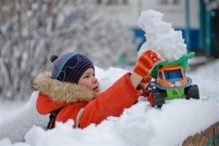 Бооольшая куча снега!