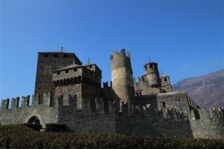 Замок Фенис, долина Аоста, Италия