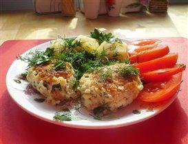 Котлеты из трески с картофелем и помидорами