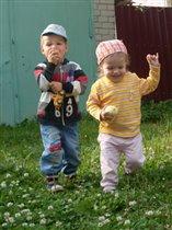 Вместе весело гулять, дружно яблоки жевать