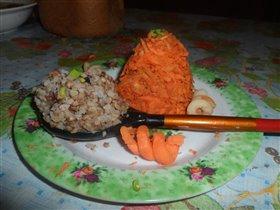 гречка с морковным салатом!