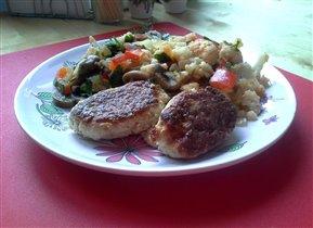 Котлеты из филе с салатом