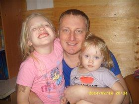 Папа и две лапочки дочки