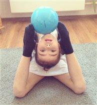 Начинающая гимнастка!