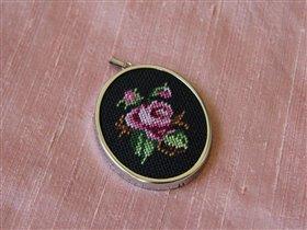 И еще один кулон с розой