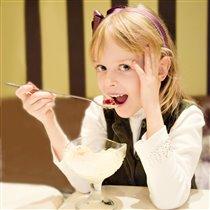 Самое вкусное в мороженом - это вишенка!