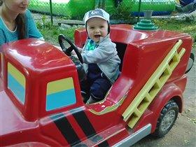 Федор в пожарной машине.