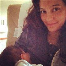 Первое фото новорожденной дочери Брюса Уиллиса