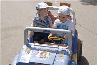 Маленькие, но умелые водители)