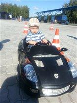Маленький водитель!!!