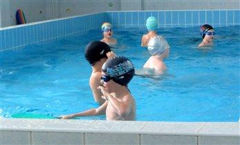 В бассейне летом 2014