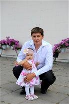 Дочка Маша, папа Дима,  посмотри  - одна картина!