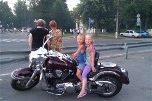 юные байкеры на 'железном коне'