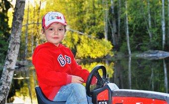 первый парень на деревне! с трактором-то!