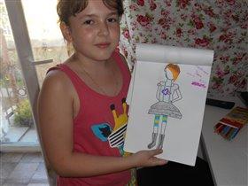 Дочка Ульяна придумывает дизайн одежды.