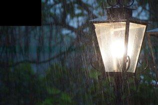 дождь..фонарь