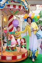 Звезды с детьми на празднике в ГУМе